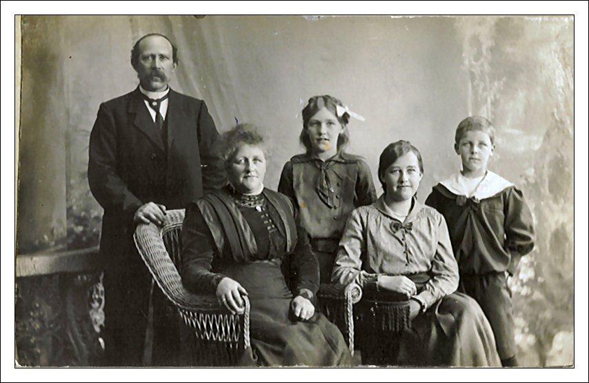 Johanne og Rasmus Petersen med børn
